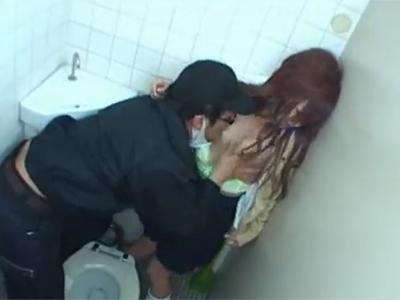 【jk レイプ】制服姿のギャル女子校生が公衆トイレでおしっこしてるといきなり襲われ強姦されていく・・・