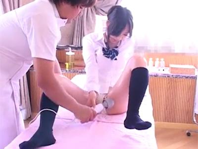 【ガチレイプ動画】制服姿の女子校生がオイルマッサージ師にハメられる