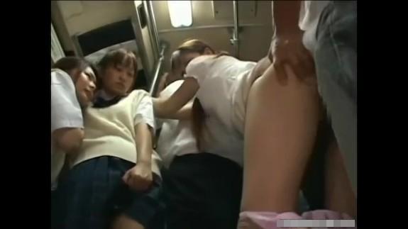 【露出レイプ動画】満員の通学バスで女子校生たちを痴漢陵辱!嫌がる少女の膣に極太マラぶち込み犯す…