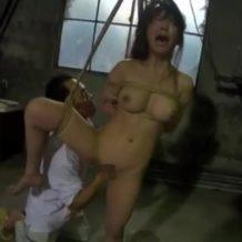 【SMレイプ動画】人妻を廃墟に監禁して緊縛凌辱!地獄のフィストファックで絶叫悶絶…