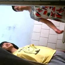 【JC】学校のトイレに仕掛けられた隠しカメラ。アナル丸見えでおしっこする女の子たちを盗撮 ※無修正
