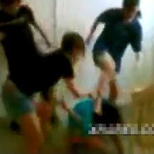 同級生3人からいじめられるJKさん、殴る蹴るの暴行を受けながら服を脱がされる屈辱を味わう…