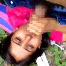 【本物レイプ】野外で男に押し倒され涙目な女の子。無理矢理しゃぶらされ胸やマンコを弄られる…