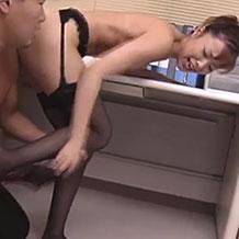 【無修正レイプ】女教師に襲い掛かり服を引ん剝いて強引にレイプ!