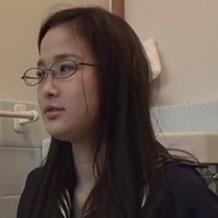 【無修正盗撮】女子高生が剛毛なモリマンからおしっこするところを隠し撮り!