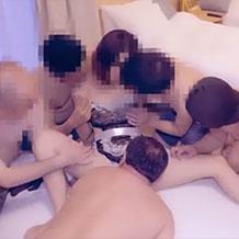 【無修正】淫乱な肉便器人妻が男たちに自分の身体を性処理道具として使ってもらう