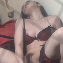 【無修正】欲求不満な美女が自室でオナニーする姿を隠し撮り
