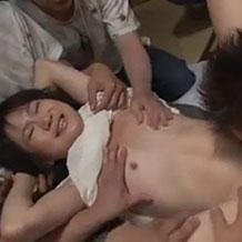 【無修正】男たちに輪姦される少女はすすり泣きながら犯される…