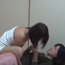 【無修正】酔っぱらって悪ふざけしている女の子二人が眠っているところに悪戯w
