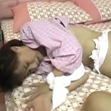 【無修正】寝ているところを夜這いされ泣きながら犯されちゃう娘