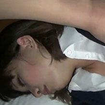 【無修正】昏睡している女性の乳首やマンコを弄りまくりってゆっくり挿入ピストン
